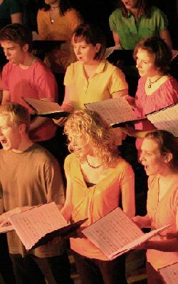 Jugendchor beim Auftritt